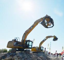 2 2015 04 20 068a caterpillar 320e excavator