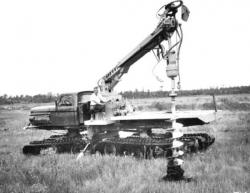 24-Juggernaut-4T-with-auger.jpg