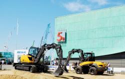 31 2015 04 20 285a mecalac excavators