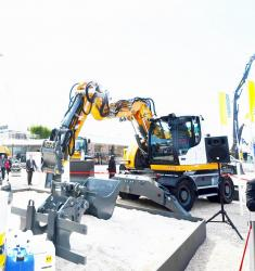 39 2015 04 20 374a liebherr excavator with knuckle boom