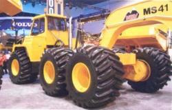 Moxy-Tug-6x6-tractor.jpg