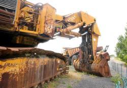 Dsc 0517a demag h 285 excavator
