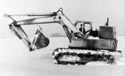 e-4121-excavator-on-pneumatic-tracks.jpg