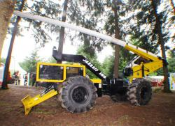 jarraff-4x4-tree-trimmer-2010.jpg