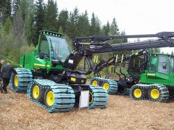 john-deere-1070d-with-bands-on-wheels.jpg