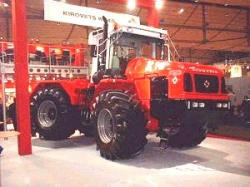 kirovets-4x4-articulated-tractor-4.jpg