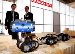 lmk-robot-at-hanover-exhibition-2012.jpg