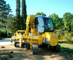 Machine for vineyard with otica tracks