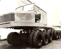six-axles-wheeled-tucker-sno-cat-prototype-1.jpg