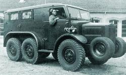 staff-car-lorraine-28-6x6-1937.jpg