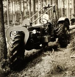 three-wheeled-tractor-pekazett.jpg