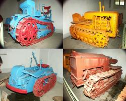 tracked-tractors-from-la-reole-museum.jpg