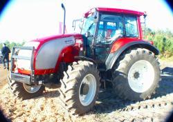 valtra-tractor-series-xm.jpg