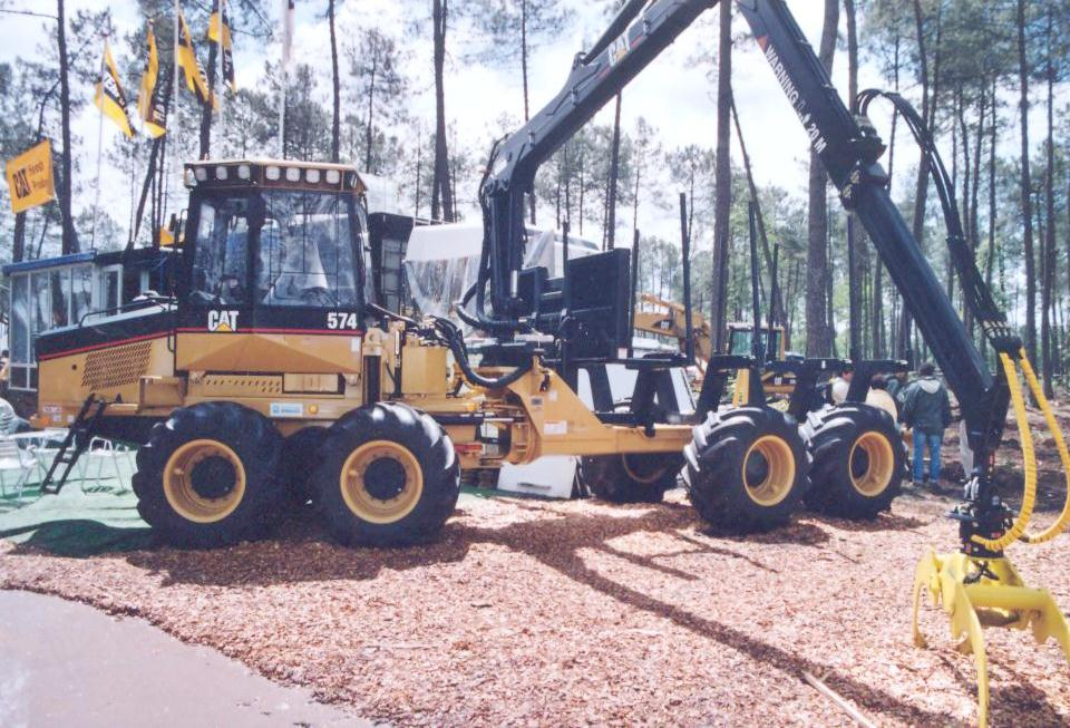 Caterpillar 574 8x8 forwarder