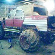 Off-road 4x4 vehicle with Hoop tires
