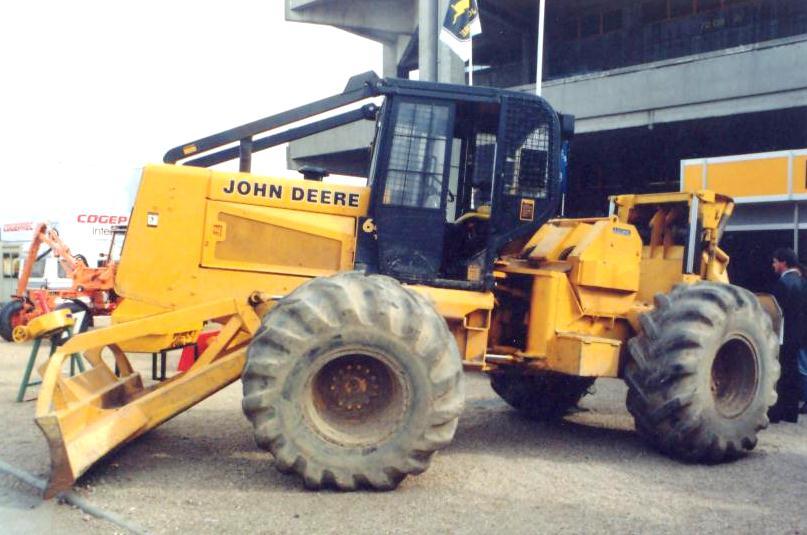 John Deere Skidder